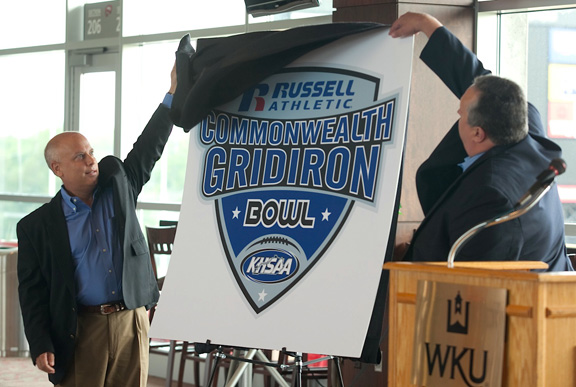 http://wkunews.files.wordpress.com/2011/08/2011-08-05_gridiron-bowl-announcement_lewis-0022.jpg
