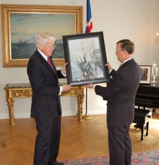 WKU President Gary Ransdell presented a piece of original artwork by WKU junior Katie Adams to Iceland President Olafur Grimsson. (WKU photo by Jeff Younglove)
