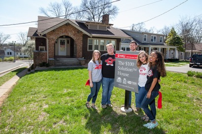 The five students in The $100 Solution™ Living Learning Community are hosting free monthly meals to address local hunger and homelessness. From left: Madison Beyer, Michael Shelton, Kurtis Spears, Ariel Moore and Karina Bruce will host an open house and meal on April 13 at 1534 Chestnut St. (WKU photo by Clinton Lewis)